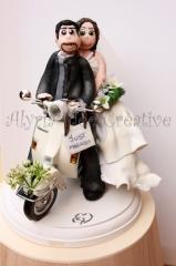 cake topper, idee matrimonio, tableaux de mariage, sposini, torta nuziale, Vespa, sposi